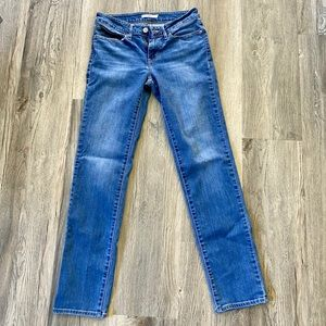 Levi's 712 Slim Straight-Legged Jeans